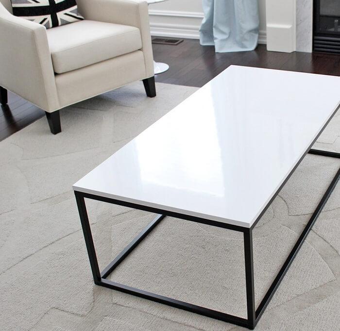 Đá trắng làm bàn phòng khách
