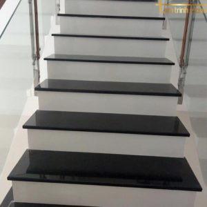 Đá ốp cầu thang PB13