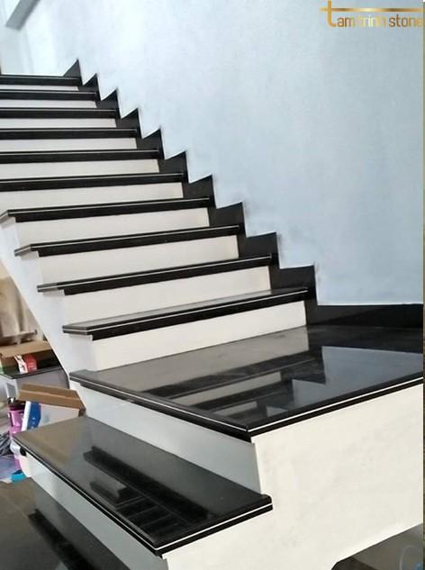 Đá ốp cầu thang PB09