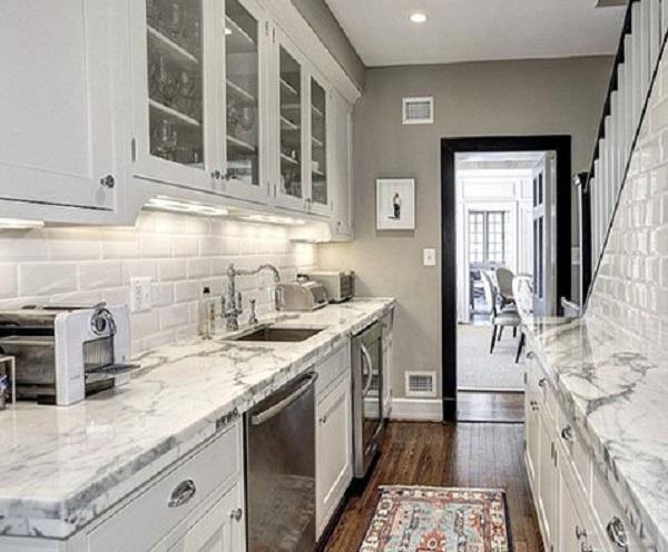 Nên chọn đá nhân tạo hay tự nhiên granite làm mặt đá bàn bếp