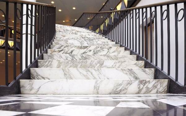đá marble cầu thang