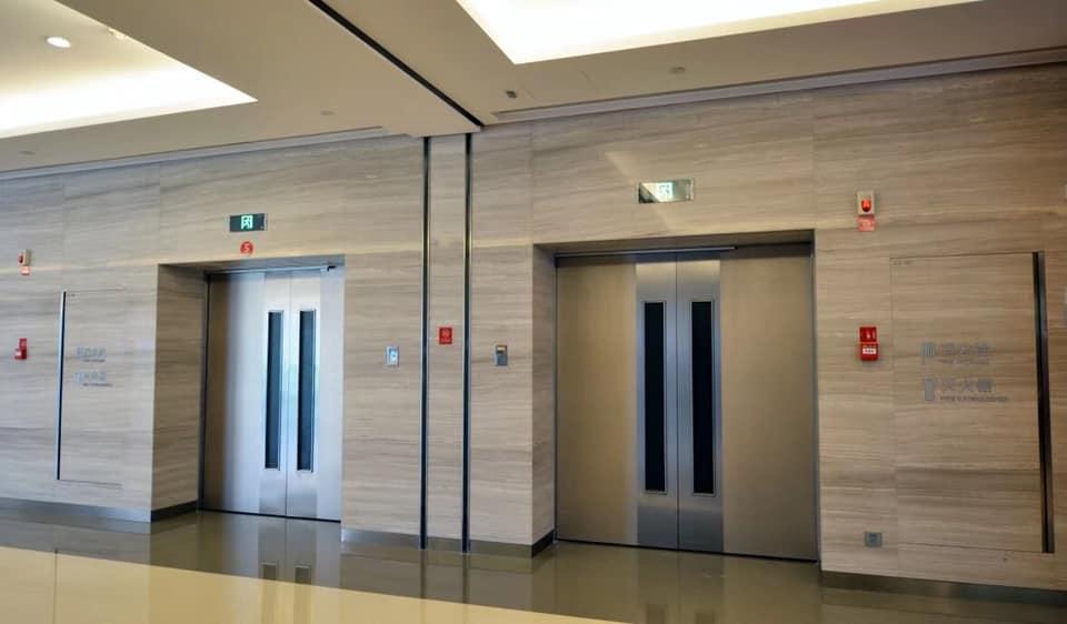 Đá mặt tiền thang máy đảm bảo độ sáng bóng