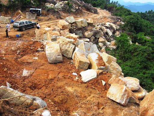 Mỏ đá vàng ở Bình Định
